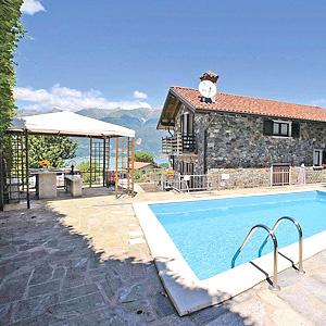 Das Bild zeigt eine günstigeFerienwohnung mit Pool, Comer See.